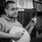 Alessandro Giusti playing the banjo